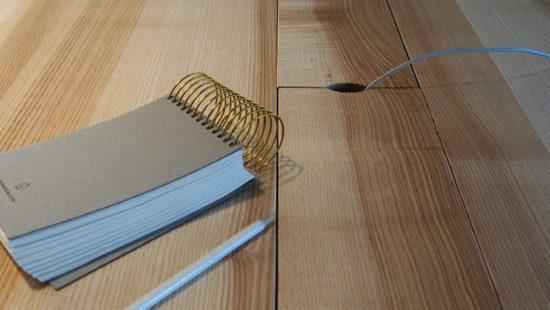 Schreibtisch, Arbeitstisch, höhenverstellbar, Holztisch, Schultisch, Kabelverortung, Kabelfach
