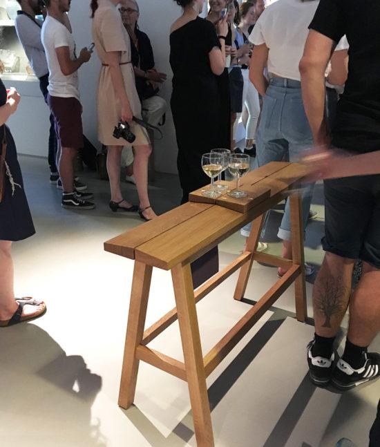 highbench, high bench, taburete, wooden highbench, wood, high stool, banco alto de bar, apero bench