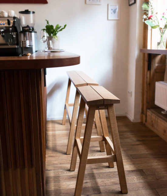 standing bench, highbench, high bench, taburete, wooden highbench, wood, high stool, banco alto de bar
