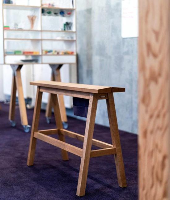 Stehbank Bock, Workspace, launchlabs, Stehhocker, Design Thinking Möbel, Design Thinking Furniture, standing bench, high bench