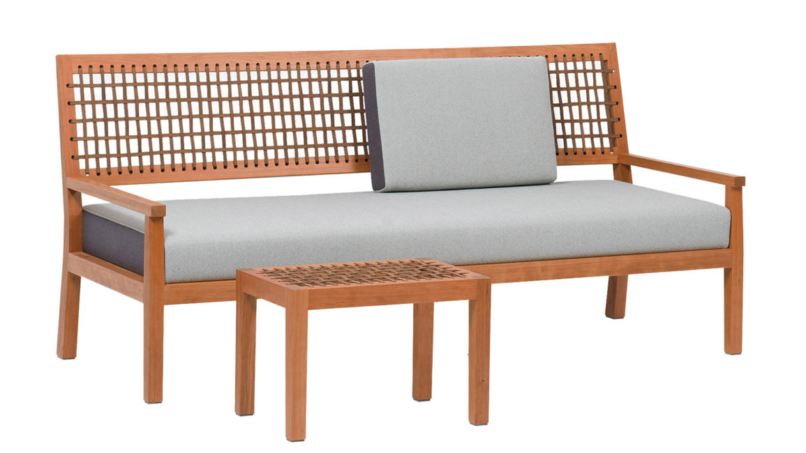 Sofa Natú with footstool in cherry